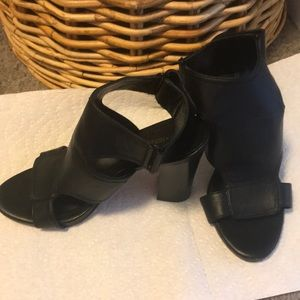 Black ankle strapped heels 8.5 Good Condition